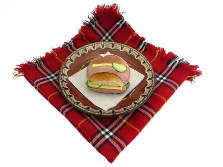 sandvich-s-shunka-kashkaval-krugla-pitka