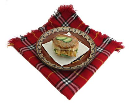 sandvich-s-shnicel-pane-kartofi-kashkaval-krugla-pitka