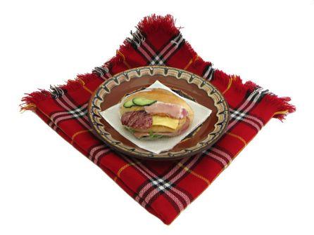 sandvich-troen-miks-shunka-lukanka-kashkaval