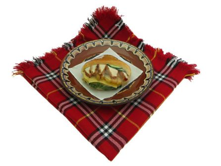 Сандвич с  панирани пилешки хапки, пържени картофи и кашкавал в джоб